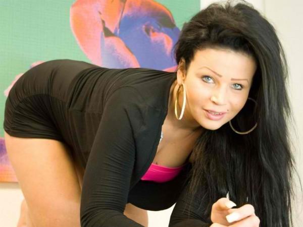 Leatitia25 liebt den Sex vor der Sexcam